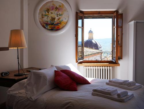 Appartamenti nel cuore di Assisi, sulla Piazza del Comune, affaccio con vista meravigliosa